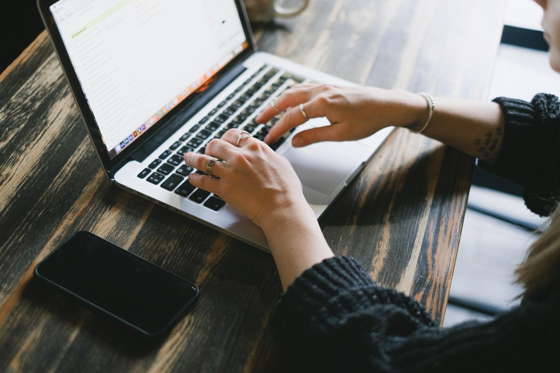 Jak pożyczyć pieniądze online?